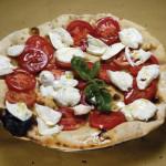 Pizza pomodorini e mozzarella di bufala