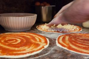 Le nostre pizze prima di essere infornate!