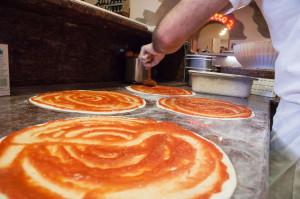 Pizze in preparazione